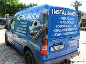 Oklejony samochód firmy Instal Much