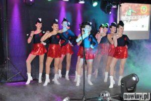 Występ zespołu tanecznego podczas prezentacji Składu 3-ligowej Unii Turza